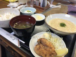 お昼ご飯の麦とろ定食